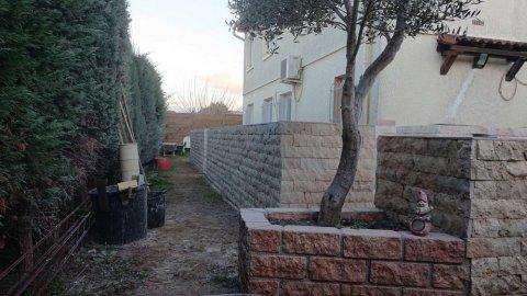 Création de jardinières et parement en pierre par artisan maçon à Toulon